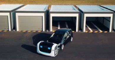 Në aeroportet franceze makinat parkohen nga robotët