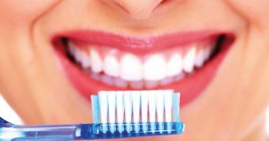 Çfarë të ndodh nëse nuk i lan dhëmbët para se të flesh