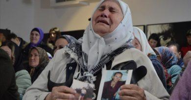 Reagime në Srebrenicë ndaj aktvendimit për Karaxhiqin: Duhet dënuar vepra e tij (Video)
