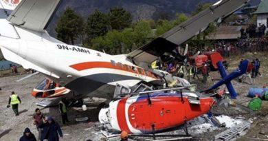 Avioni përplaset me helikopterin, 3 të vdekur (Foto)